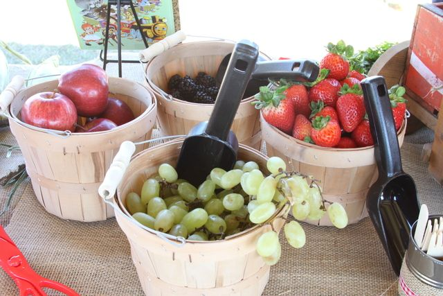 Fruit baskets at a Farm Party #farmparty #fruitbaskets