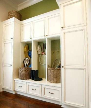 You will have no excuse to have a cluttered house at all with all of the storage in this mud room! T... - Mom.me