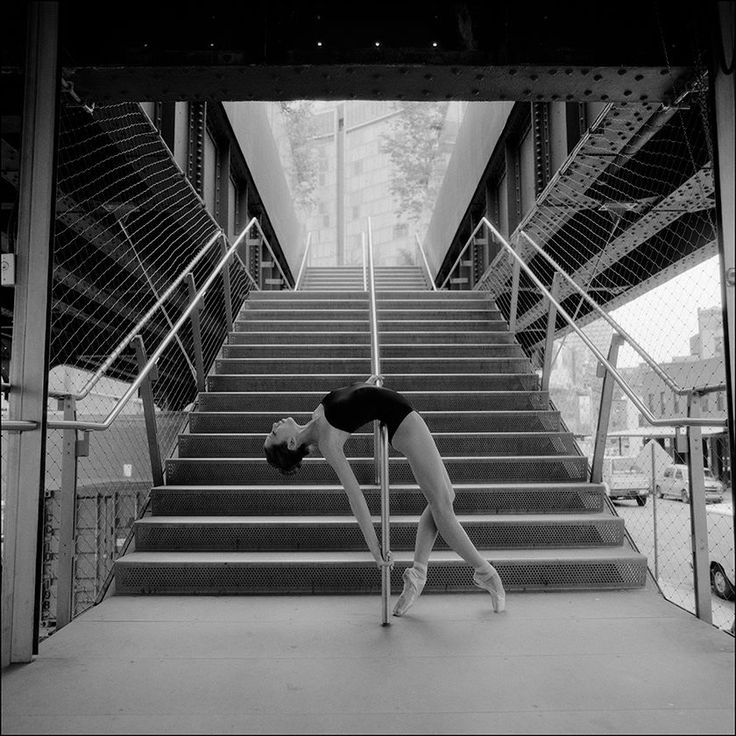 Ballet pose at station