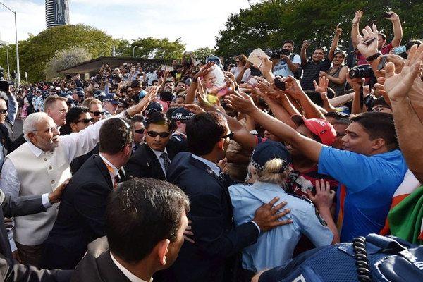 Narendra Modi Updates: Modi leaves for Sydney http://www.bangalorewishesh.com/378-news-headlines/36924-narendra-modi-updates-modi-leaves-for-sydney.html  Narendra Modi Australia Visit Updates: Prime Minister of India Narendra Modi had left for Sydney on Monday morning after attending G-20 summit in Brisbane.