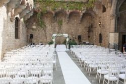 castle, wedding ceremony, arch, Chuppa,flowers by @jardindivers