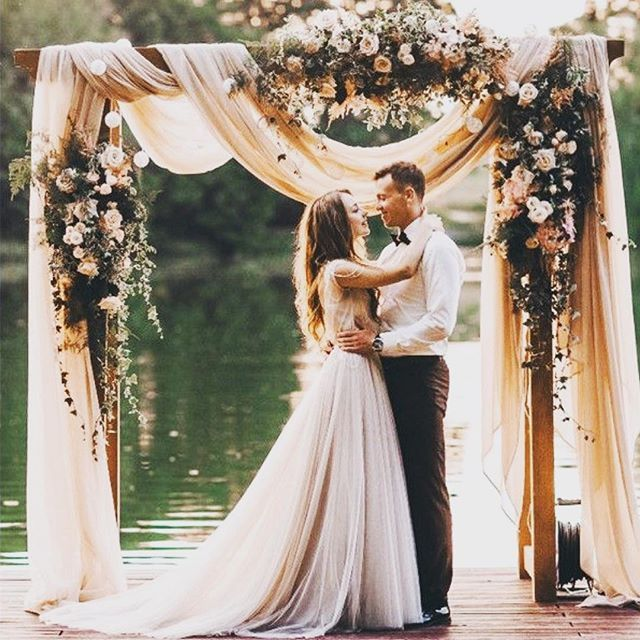 Everything about this photograph yells stunning. Love the archway. Love the scenic backdrop. Love the the love. #archway #backdrop #love 📷: @weddinginclude