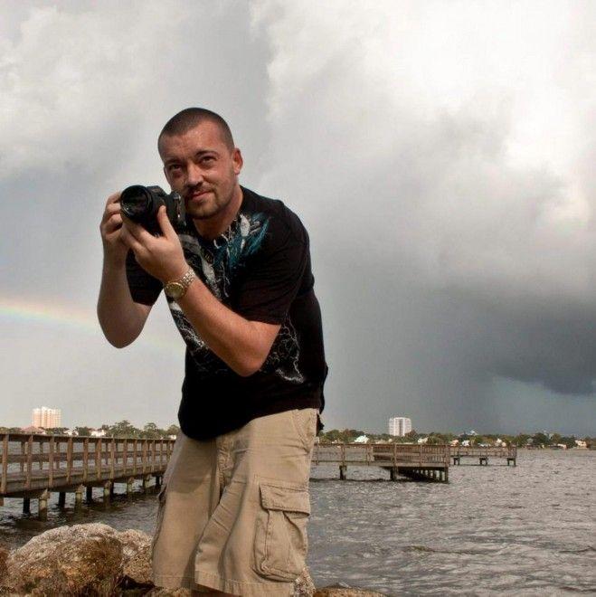 Catturale è il sogno di molti fotografi. Ma non è facile: occorre tenacia e pazienza. Quella che ci mette Jason Weingart, 30 anni, un fotografo fanatico delle tempeste che, partendo dalla Florida gira l'America cercando i momenti più pericolosi e spettacolari. Jason spiega che