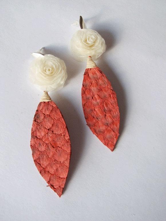 bijuteria artesanal brincos escamas couro peixe