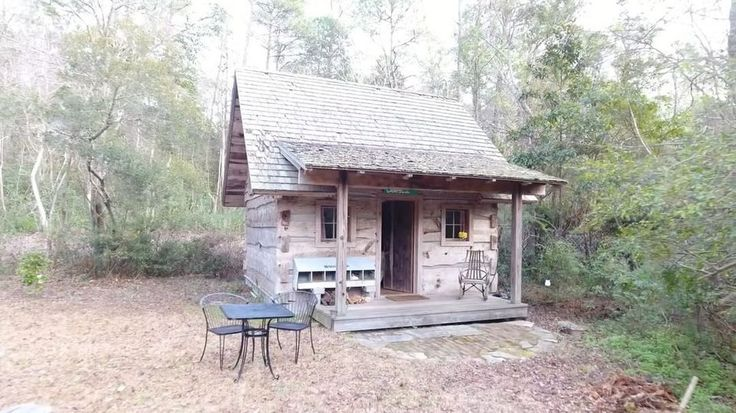 New video! Just posted on The Tiny House Listings YouTube channel at http://ift.tt/2iXmUsC. Head over to take a quick video tour of this tiny cabin. #cabinlife #tinyliving
