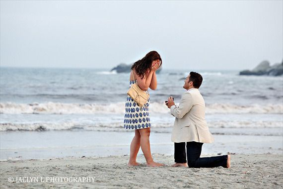 surprise proposal on the beach | photo: jaclyn l photography | http://emmalinebride.com/planning/buying-engagement-ring-on-etsy/