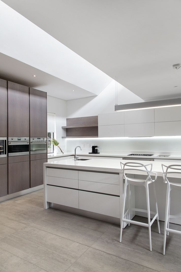 Kitchen trends. Clutter-free worktops. Handle-less units. Dark floors. The industrial look. Clever storage solutions. Kitchen organization. Monochrome tones. Copper accents. Mix old and new.