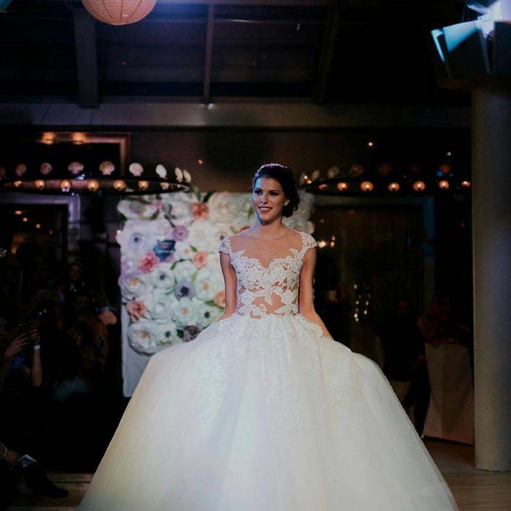 Menyasszonyi ruha bemutató a @rosabella_szalon és az @europa_eskuvoi_ruhaszalon ruháival a @Menyasszonyok Éjszakáján :) #rosabellaszalon #europaszalon #menyasszonyokejszakaja #menyasszonyokéjszakája #menyasszonyiruha #esküvő #eskuvoiruha #ruhabemutato #stpatrick #bridaldress #bridaldressshow #henparty #perfectday http://gelinshop.com/ipost/1519172966414679146/?code=BUVL8OXhfxq