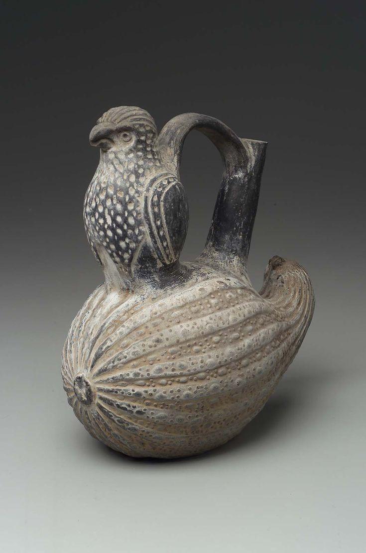 Lambayeque or early Chimu culture of Peru ~ Bird and Squash Effigy Bottle ~ Circa 900 ~ 1470 Native Art, Native American Art, Art Péruvien, Ceramic Pottery, Ceramic Art, Peruvian Art, Inka, Art Premier, Ceramic Animals