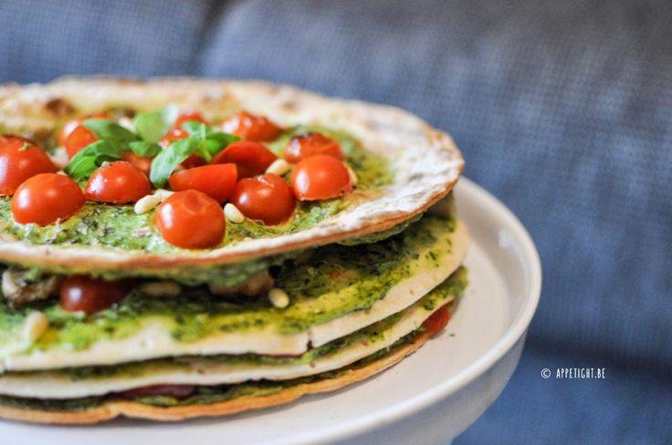 Italiaanse wraptaart met kip, tomaatjes en groene pesto >> glutenvrije en lactosevrij >> recept: http://www.appetight.be/italiaanse-wraptaart/