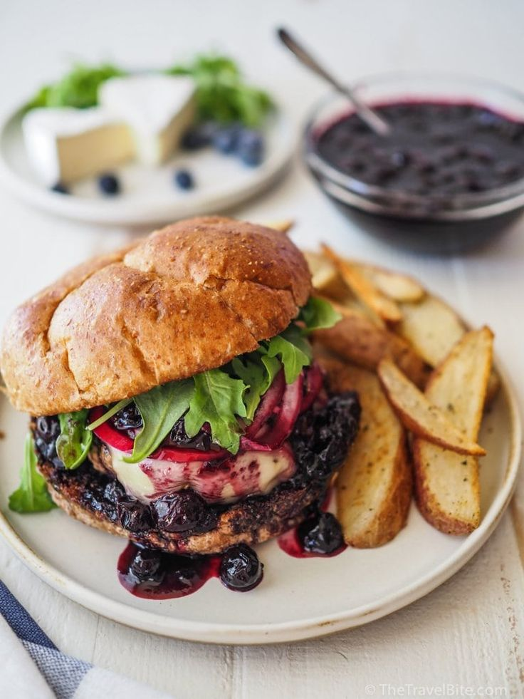 Make your ordinary burger a bit more gourmet with an easy-to-make blueberry sauce, melted brie, and pickled red onions. This is the perfect burger recipe for 4th of July! | thetravelbite.com | #burgers #BurgerRecipe #blueberry #blueberries #Brie #GourmetBurger #CheeseBurger Gourmet Burgers, Burger Recipes, Burger Ideas, 4th July Food, Greek Turkey Burgers, Beef Burgers, Homemade Crunchwrap Supreme, Blueberry Sauce, Food Challenge