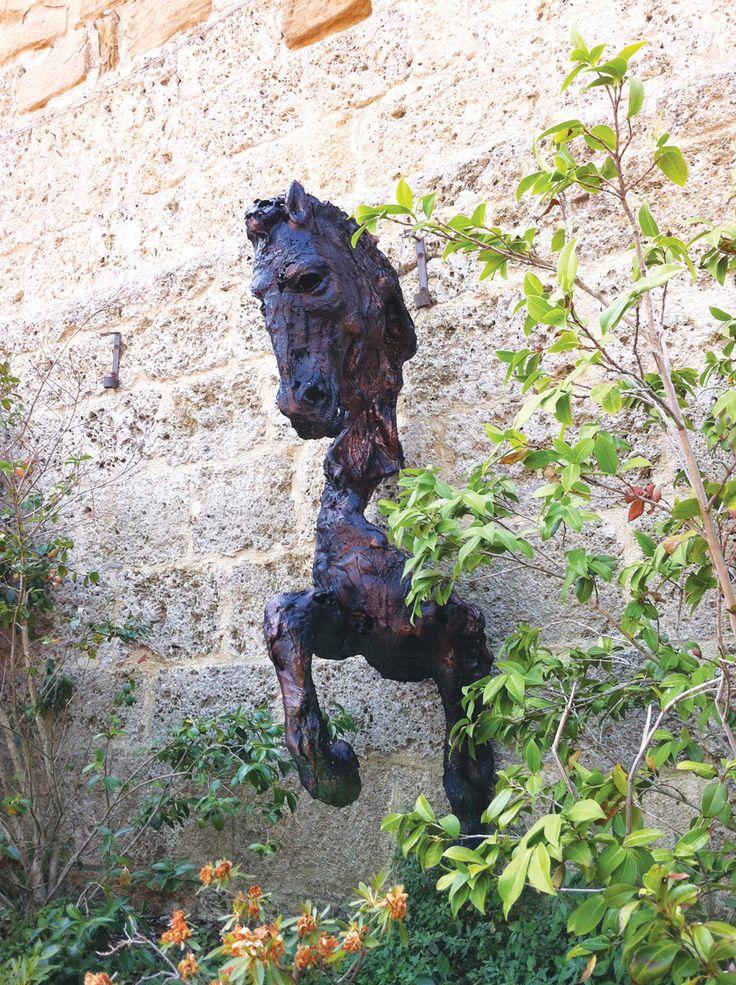 Cavallo a muro scultura cavallo fusione di policarbonato - 2013 - 120x220x100 cm Ph. http://www.mariavittoriagozio.it