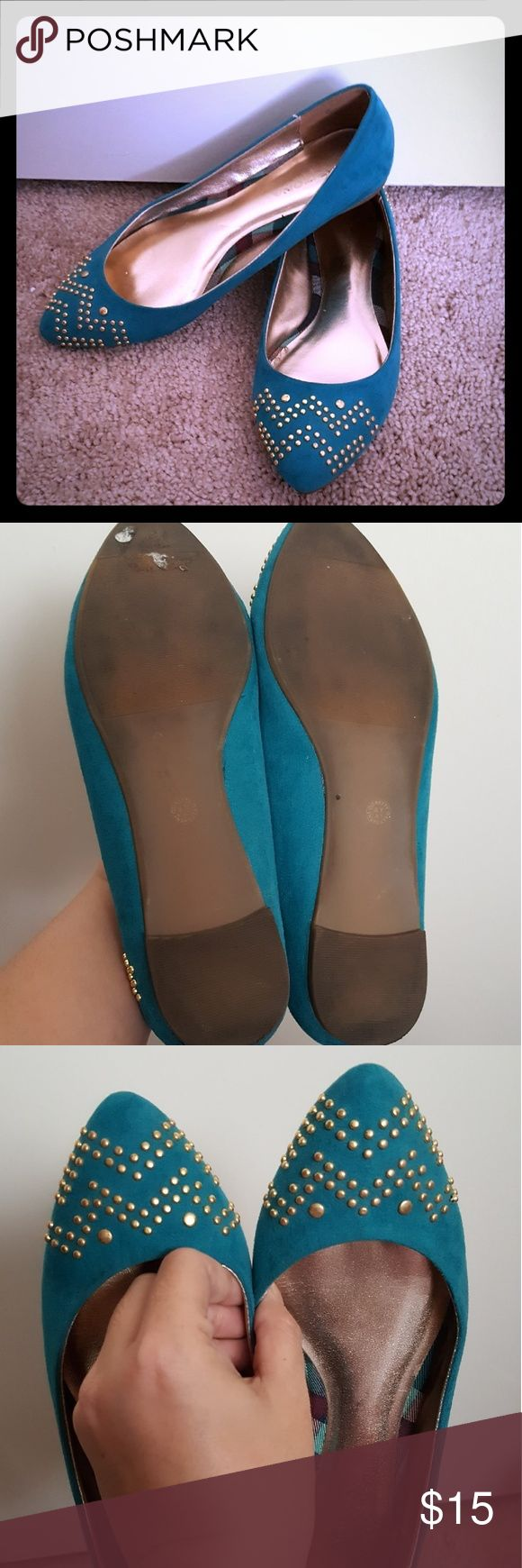 Arizona pointed flat shoes with studs sz 6.5 Arizona flat shoes are only worn a couple of times. The color is teal there are no defects but just minor signs of use on the sole. Otherwise in great condition. Comes from a smoke and pet free home. Arizona Shoes Flats & Loafers