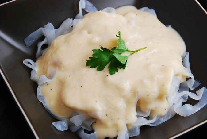 Checkout this easy, low calorie Creamy Cauliflower Cheese Pasta Sauce Recipe at LaaLoosh.com. It's a great alternative to Alfredo sauce and it's just 2 Points + per serving.