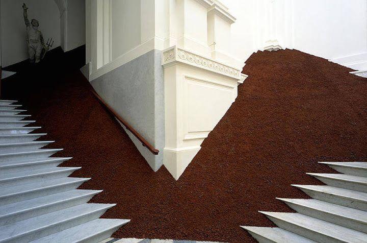 FRACTAL estudio + arquitectura: Una instalación hecha de cenizas volcánicas por Magdalena Jetelová
