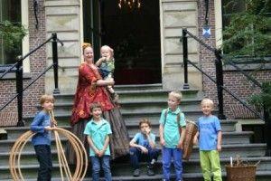 De dochter van de beroemde professor Boerhaave woonde deels in Leiden en deels op kasteel Oud Poelgeest. Ze trouwde uiteindelijk als schatrijke dame graaf Frederik de Thoms. - See more at: http://historischhuren.nl/object/johanna-maria-boerhaave-1712-1791/#sthash.ApZsKBgW.dpuf
