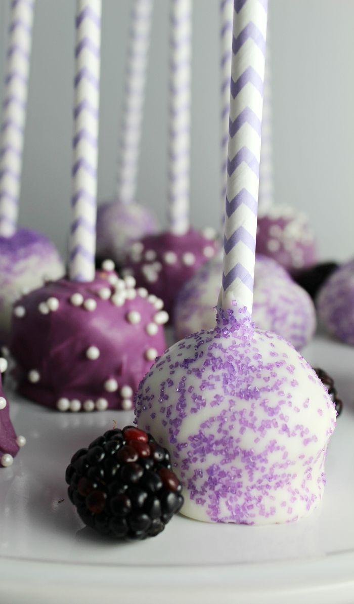 Ooooh yes! Cake pops in shades of violet and purple. Great way to get in some ultra violet at your wedding.