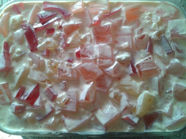 Postre gelatina de sabores con media crema y lecherita - Postres con gelatina y leche condensada ...