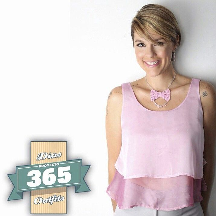 Repost ➡@proyecto365venezuela. ❤ En Arena Nos unimos a este interesante proyecto que buscar ser una plataforma para la #Moda #Venezolana y lo hacemos con mucho color rosado en este mes de la lucha contra el cáncer de mama.  En la foto nuestro collar Lazo elaborado en perlas sintéticas ❤ Gracias a @proyecto365venezuela por invitarnos a formar parte de este hermosa trabajo  ¡Besos! ❤ #moda #fashion #handmade #hechoamano #trendy #necklace #collar #lazo #proyecto365venezuela…