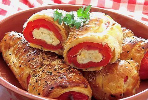 Pripravte si plnené papriky v lístkovom ceste. Môžete ich naplniť podľa chuti napríklad slaninou, šunkou, vajíčkom a podobne.