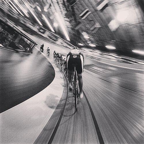 thebicycletree: Regram @hizokucycles . . #fixedboys . . #trackbike #velodrome…