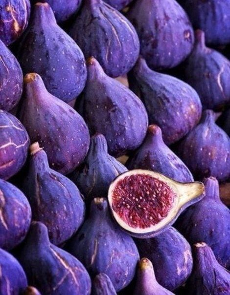 Purple figs - who knew!  Native to Turkey, they slowly spread throughout the mediterranean region including Spain; Spaniards then brought them to Mexico in the 16th century; Franciscan monks brought the dark purple fruit to San Diego-area missions in the 1800s and thus were named Mission figs... now grown in Texas, California, Lousiana, Georgia, and Alabama... ~ Инжир
