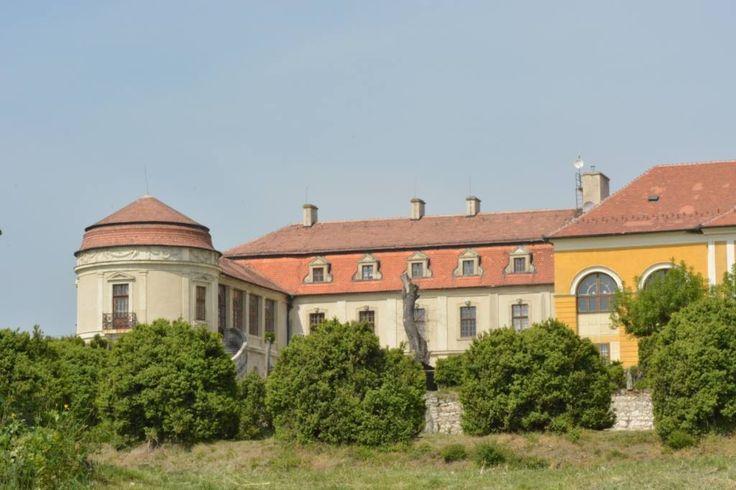 Birkás Krisztina Egy nyári kastélykép Iszkaszentgyörgyről Több kép Krisztinától: http://picasaweb.com/birkask