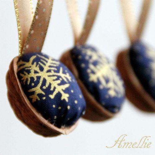 Retro Vánoční ozdoby - oříšek - modrý s vločkou
