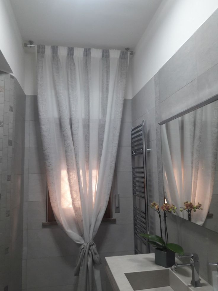 Oltre 25 fantastiche idee su tende della finestra del - Tende in bagno ...
