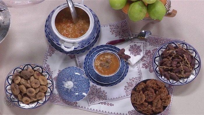 Om 22.30u tovert #Choumicha Harira Express op tafel, een klassieker uit de Marokkaanse keuken. Weet jij welke ingrediënten nodig zijn voor de bereiding?