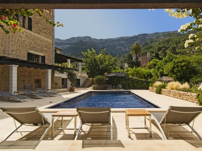Garden design by Contemporanium - Imposing town villa close to the plaça of Sóller Engel & Völkers Property Details | W-01ZN05 - ( Spain, Mallorca, Mallorca West, Sóller ) #mallorca #gardendesign #contemporanium