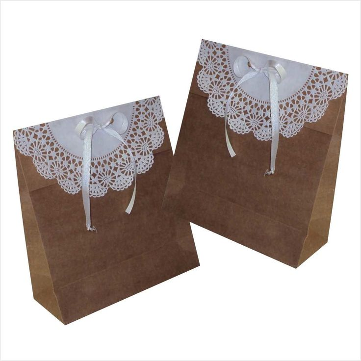 Sacola em papel kraft <br>tamanho 15 larg x 16 alt x 6,5 cm lateral <br>com aba de papel rendado