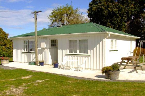 Farmers Cottage - FREE Farm Park entry in Kaikoura Township, Kaikoura District | Bookabach