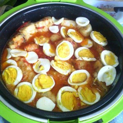 Bacalao en salsa con huevos cocidos