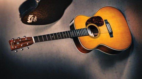 - Martin - Eric Clapton's 1939  - US$ 791.500 - O instrumento foi vendido com finalidade de arrecadação de dinheiro para o Centro de Reabilitação em Antigua, por Eric Clapton. O violão caríssimo foi arrematado pelo preço exorbitante de US$ 791.500, e apesar de não ser guitarra, integra a lista na sexta posição pelo valor disparado.