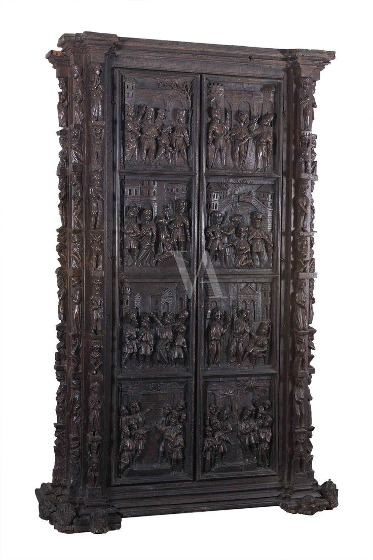 Cabinet en noyer sculpté. bien sec d'Italie du Nord. XVI