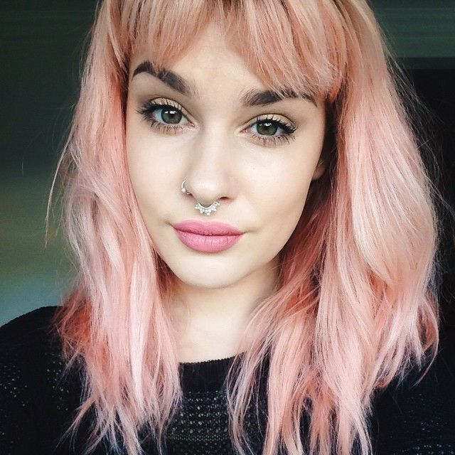 Dusty pink hair. Love this light hair with bold brows combination. #dustypink