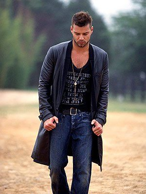 Style Alert!  - Ricky Martin has good style! - See more: http://www.hollyscoop.com/ricky-martin/pictures/692173