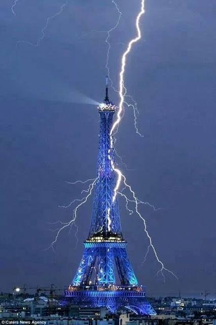 Sep 1, 2011: The #Eiffel #Tower getting struck by lightning!