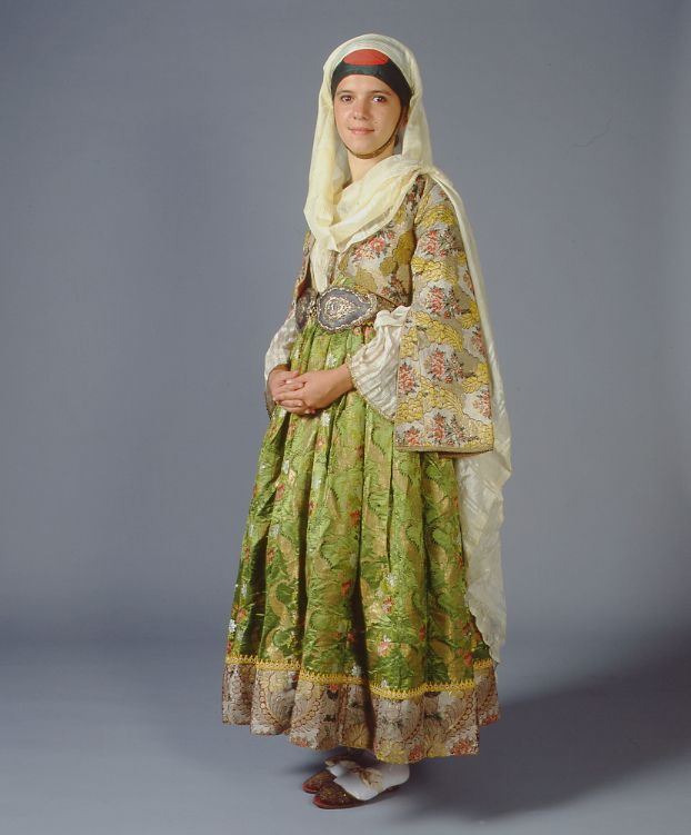 A unique late 18th c. costume from Kymi in Euboea made of two types of French silk brocade in a composition which changed by the middle of the 19th c. - vue de dos : http://www.texmedindigitalibrary.eu/img_db/5u5hkyey_2.jpg