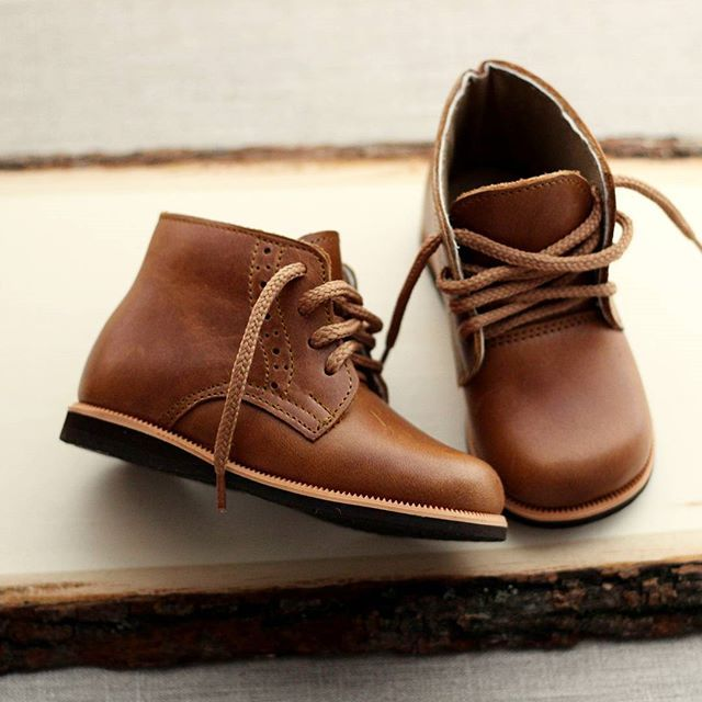 We can't get over how gorgeous these leather boots are. They are available in baby and toddler sizes and are the perfect unisex and neutral boot for your toddler's winter wardrobe. #toddlerstyle #babystyle #toddlerleatherboots #babyleatherboots