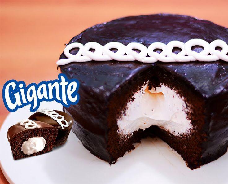Oggi scopriamo qualcosa di incredibilmente cioccoamoroso: la Hostess Cupcake Ripiena Gigante. Un tripudio cdi cioccolato, panna marshmellosa e glassa goduriosa. Non avete la minima idea di come si …
