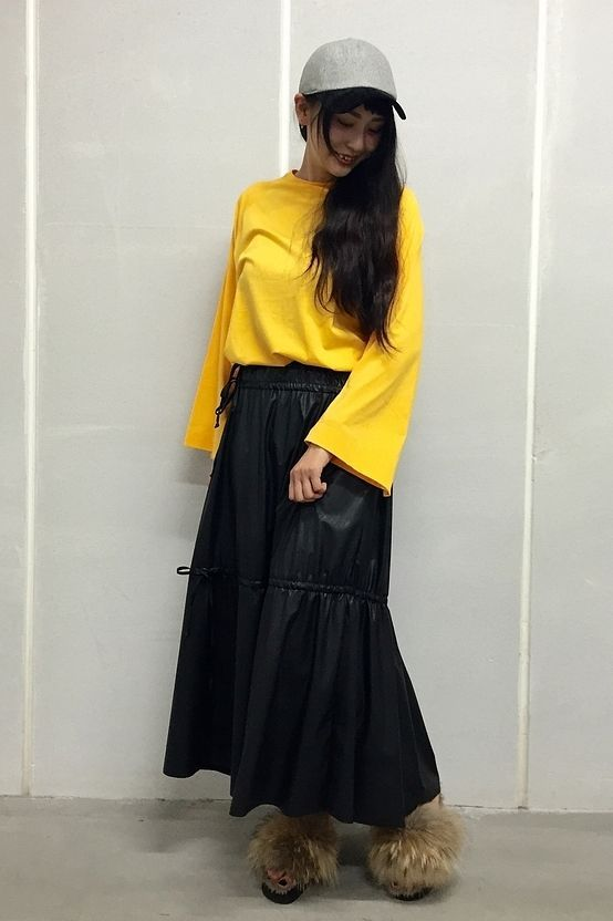 EVER LAST ロングスリーブPO トレンドのロングスリーブPOは 着るだけで今季らしいイメージに☆ ビビッドなカラーもレザーのスカートをあわせて カジュアルすぎないスタイリングに!