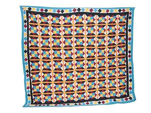 Die Tradition, der in aufwändiger Handarbeit hergestellten, Ralli Quilts, wird seit vielen Jahrhunderten, von der Mutter zur Tochter weitergegeben. Material: Baumwolle. Grösse: Ca. 265 cm x 252 cm. Die Tradition, der in aufwändiger Handarbeit hergestellten, Ralli Quilts, wird seit vielen Jahrhunderten, von den Frauen aus der Region des Indus Flusses, den südlichen Provinzen Pakistans, sowie …