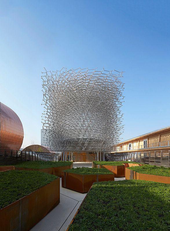 Pavilhão da Grã-Bretanha na #ExpoMundial 2015, em Milão. Um dos desafios foi a logística da produção, transporte e montagem, devido ao grande número de componentes e à área reduzida do pavilhão