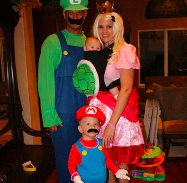 16 brilliant ways to incorporate your baby into your halloween costume - Pregnant Halloween Couples Costumes