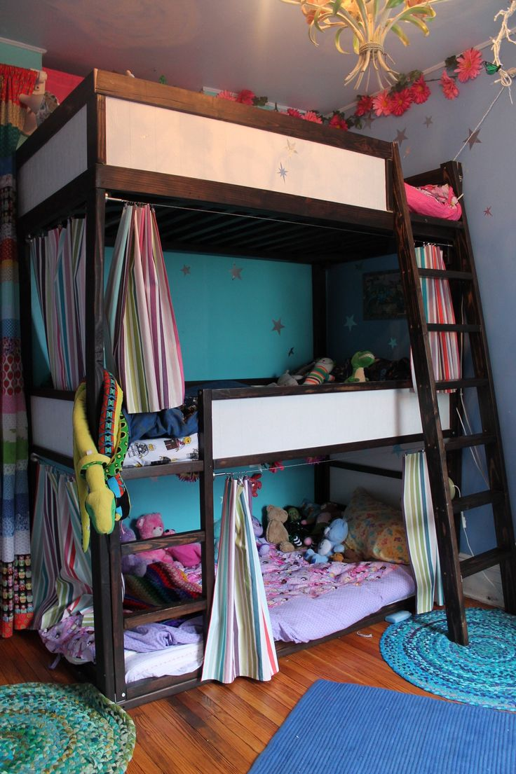 Name: Isabella & Felix (5.5 year-old twins) and Aurelia (4) Location: Jersey City, NJ We live in a row house in Jersey City with two bedrooms and three kids. We used an IKEA child's KURA bunk bed and built a third level to create triple bunks.