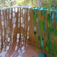 Riciclo Creativo: tenda da esterno con bottiglie di detersivi | Riciclo Creativo | Scoop.it