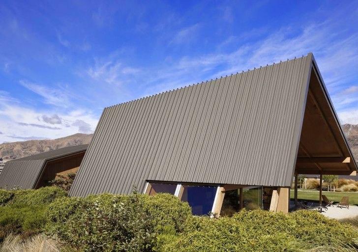 Located on the outskirts of Wanaka, architect Tim Lovell designed a home for his parents who entering retired life.