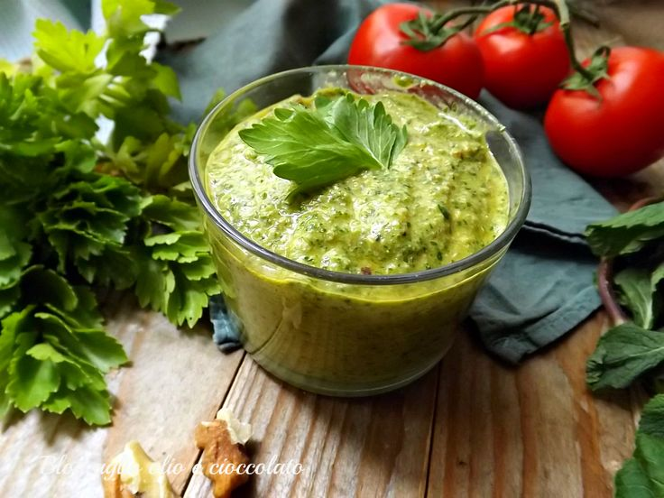 Pesto di sedano e pomodorini